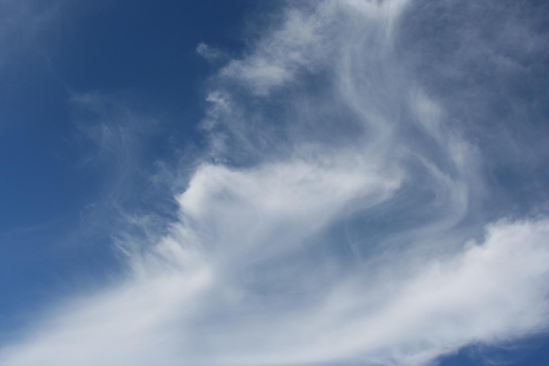 weiße Phantasie-Wolken